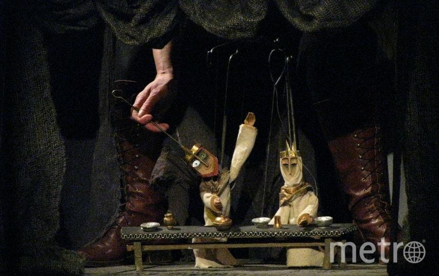 """Фрагменты спектакля """"Гамлет"""". Фото предоставлено Интерьерным тетром"""