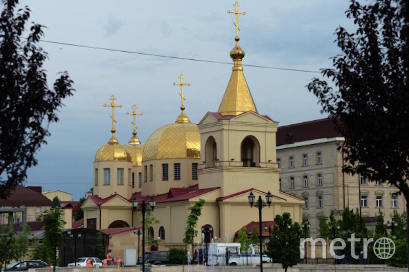 Церковь Архангела Михаила в центре Грозного, в которой четверо боевиков пытались захватить прихожан в качестве заложников. Фото РИА Новости
