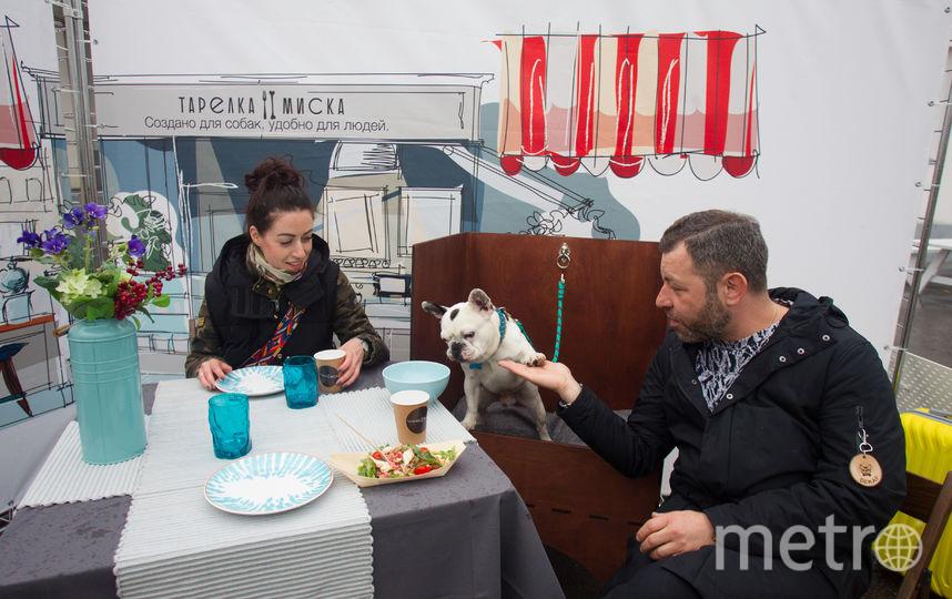 """Оскар обедает с семьёй. Фото Василий Кузьмичёнок, """"Metro"""""""