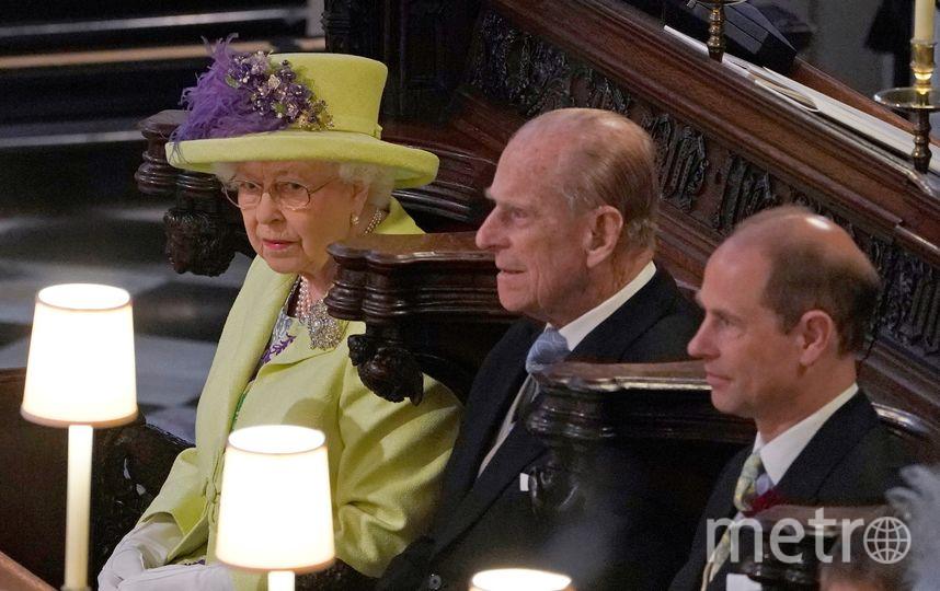 Королева Елизавета II и принц Филипп на свадьбе у принца Гарри и Меган Маркл. Фото AFP