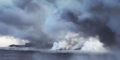 Потоки лавы от вулкана Килауэа достигли Тихого океана. Фото
