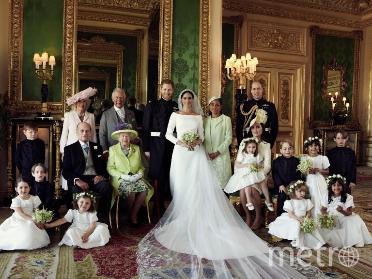 Одно из первых официальных фото королевской семьи в новом составе. Фото AFP