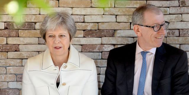 Тереза Мэй пришла со своим мужем Филиппом.