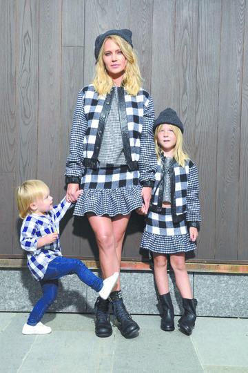 Глюк'oZа с дочками. Фото Предоставлено пресс-службой