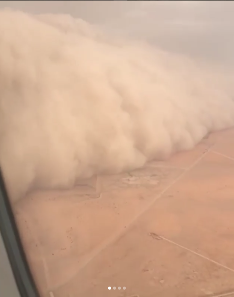 Непогоду в Астане назвали апокалипсисом. Это кадры, снятые с другого самолета. Фото https://www.instagram.com/p/BjEvYI1nUHt/?tagged=%D1%83%D1%80%D0%B0%D0%B3%D0%B0%D0%BD%D0%B0%D1%81%D1%