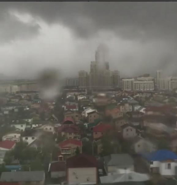 Непогоду в Астане назвали апокалипсисом.