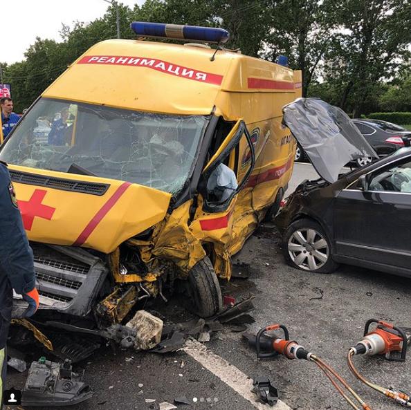 ДТП на Кутузовском. Фото Instagram @rescue_service