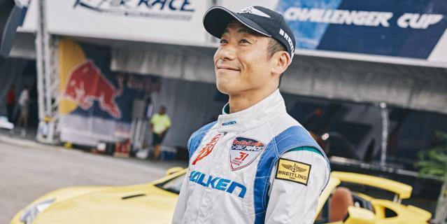 Японец Йоши Муроя, чемпион мира по авиагонкам.