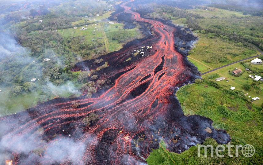 Раскалённая лава, извергающаяся из кратера гавайского вулкана Килауэа. Фото AFP