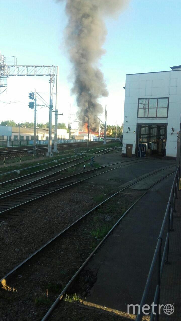 Пожар на Нефтяной дороге был виден далеко. Фото vk.com