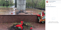 В Челябинске пьяный житель сжег венки у мемориала