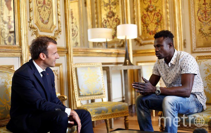 Эммануэль Макрон и Мамуду Гассама. Фото AFP