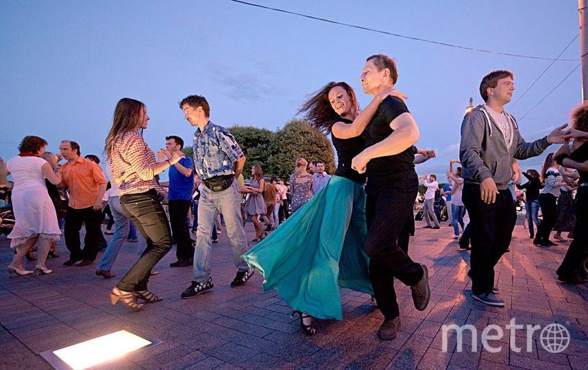 Подвигаться под музыку на стрелке Васильевского острова можно семь вечеров в неделю. Фото | vk.com/oaspb
