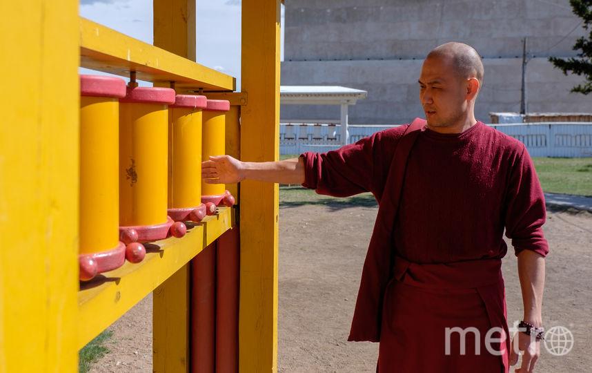 """«Когда тысяча Будд будет смотреть на нас с алтаря, мы увидим, что все они разные – с разными чертами лица». Чимит багша Доржиев. Фото Алена Бобрович, """"Metro"""""""