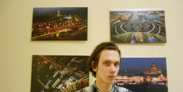 Макар (Соловьёв) Претро на выставке в здании Главного Штаба.