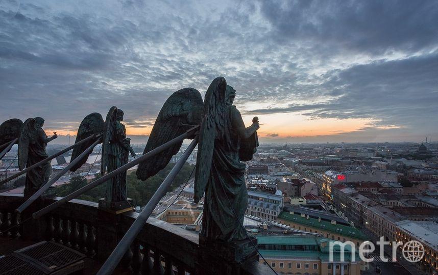 Знаменитые работы Макара. Фото Макар (Соловьёв) Претро на выставке в здании Главного Штаба.