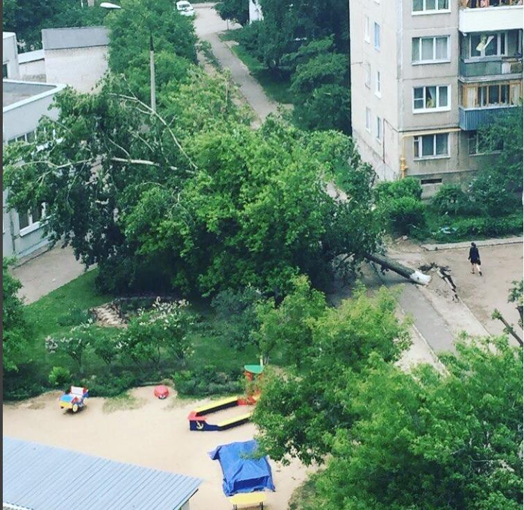 Ураган в Нижнем Новгороде 30 мая. Фото instagram.com/mashkovaiylia