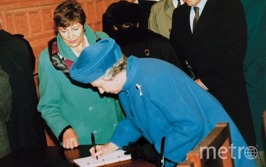 Королева Елизавета II в Старом Английском дворе. Фото все - предоставлены пресс-службами музеев