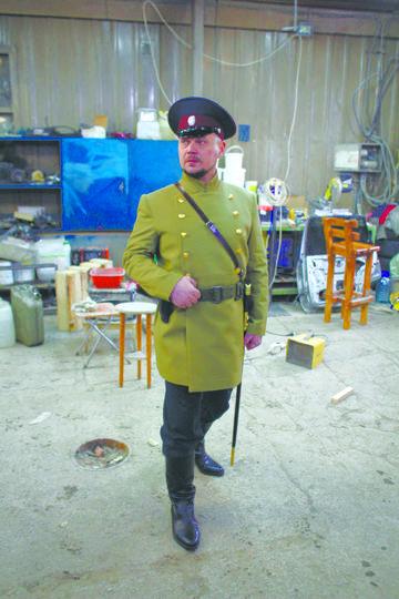 Своей безупречной выправкой фигура городового обязана донскому казаку Александру Овчинникову. Фото Марина Логунова