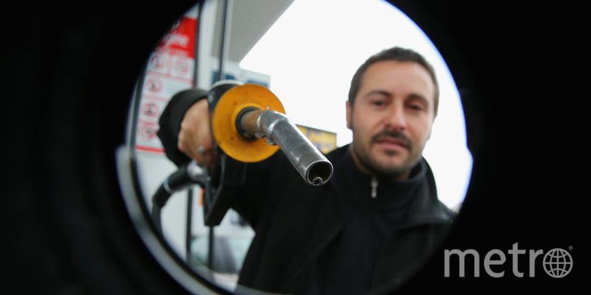 Правительство договорилось с производителями о фиксации цен на бензин