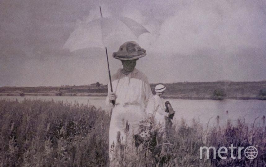 императрица Александра Фёдоровна  гуляет по Сузгунской сопке во время остановки теплохода перед прибытием в Тобольск. Фото предоставлено Тобольским историко-архитектурным музеем-заповедником