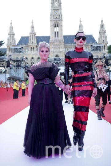Певица Келли Осборн и модель Ясмин Петти. Фото AFP