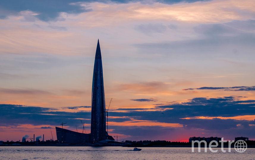 """Закаты в Петербурге теперь живописнее на фоне Лахта-центра. Фото Алена Бобрович, """"Metro"""""""