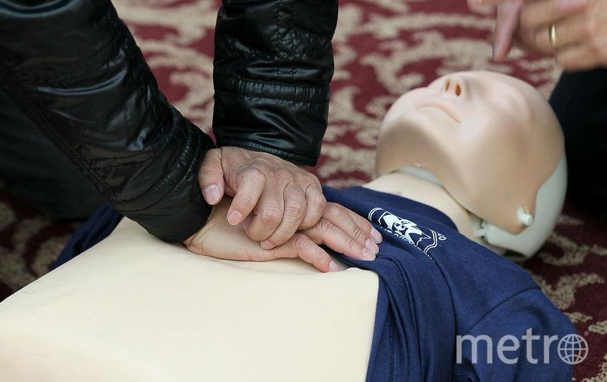 Непрямой массаж сердца. Фото Getty