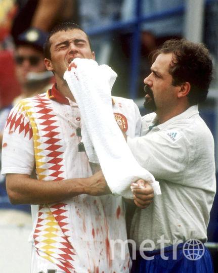 В 1994 году на чемпионате мира в США Италия обыгрывала Испанию со счётом 2:1. Защитник итальянцев Мауро Тассотти сломал нос Луису Энрике ударом локтя. Тот эпизод остался без внимания рефери. Однако постфактум ФИФА изучила момент и вынесла нарушителю дисквалификацию на 8 матчей. Фото Getty