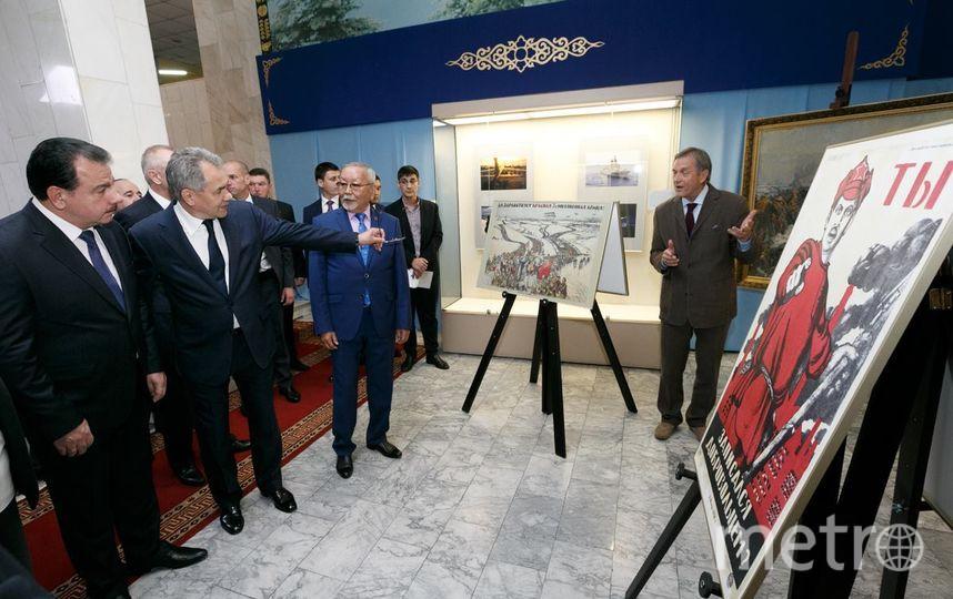 Фото работ Шойгу с выставки в Туве. Фото Минобороны РФ