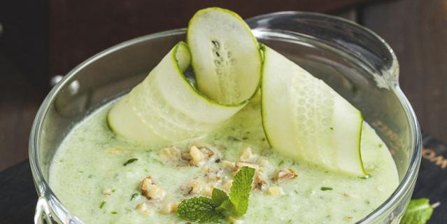 Холодный огуречно-йогуртовый суп от Андрея Заварницина, шеф-повара ресторана Meatless.