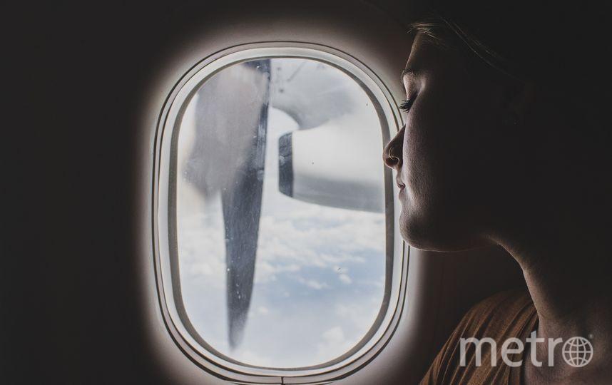 Если вас тошнит в полёте, по возможности стоит занять место у окна. Фото Pixabay