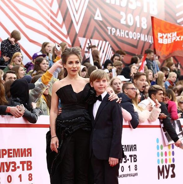 Юлия Барановская с сыном. Фото скриншот https://www.instagram.com/muztv/?hl=ru