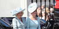 Кейт Миддлтон появилась на чествовании королевы в экстравагантной шляпке