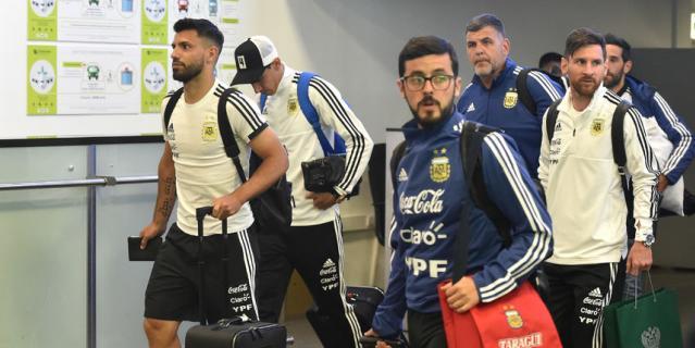 Сборная Аргентины по футболу прилетела в Москву для участия в чемпионате мира.