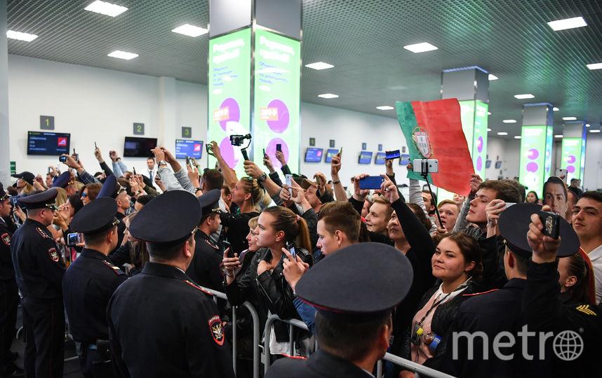 Как уточняет ТАСС, в аэропорту Жуковский встретили сборную Португалии порядка 50 человек. Фото AFP