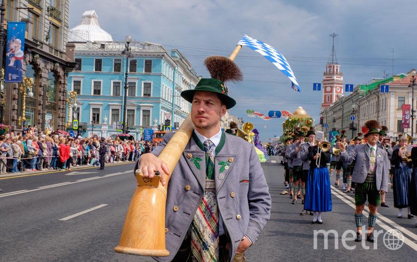 """Фестиваль цветов в Петербурге. Фото Алены Бобрович, """"Metro"""""""