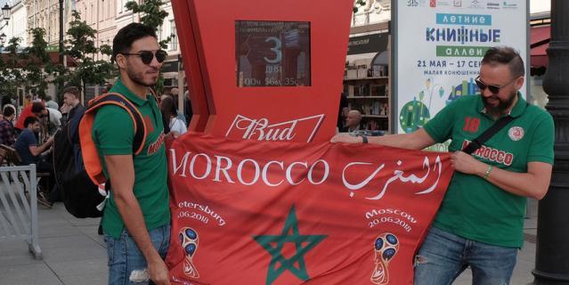 Марокканские болельщики с удовольствием позировали на фоне достопримечательностей.