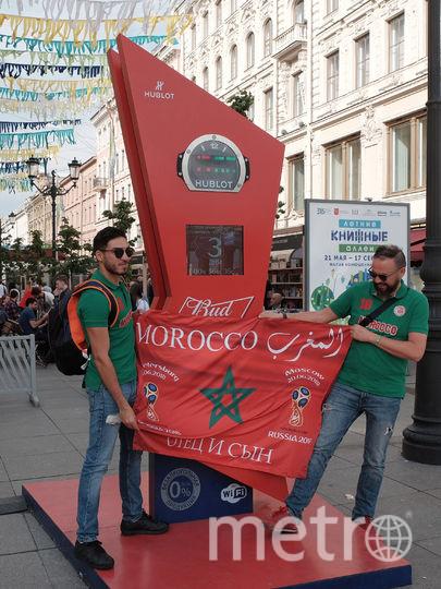"""Марокканские болельщики с удовольствием позировали на фоне достопримечательностей. Фото Алёна Бобрович, """"Metro"""""""
