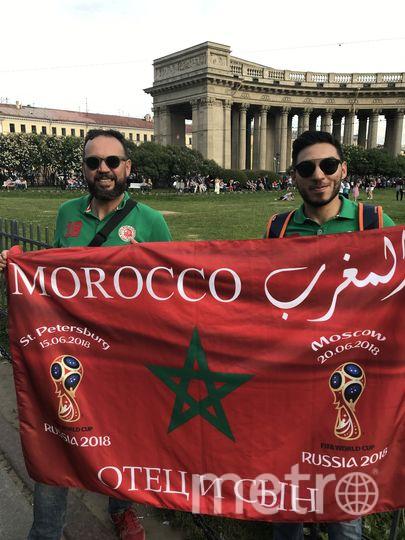 """Марокканские болельщики с удовольствием позировали на фоне достопримечательностей. Фото Филипп Ковалёв, """"Metro"""""""