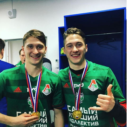 Антон Миранчук с братом Алексеем. Фото www.instagram.com/miranchuk__jr60