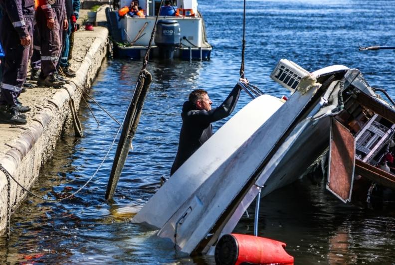 В Волгограде столкнулись пассажирский катармаран и баржа, фотоархив.