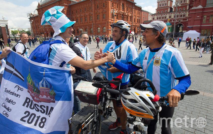 """Мигель и Карлос всю дорогу ехали в форме сборной Аргентины. Фото Василий Кузьмичёнок, """"Metro"""""""