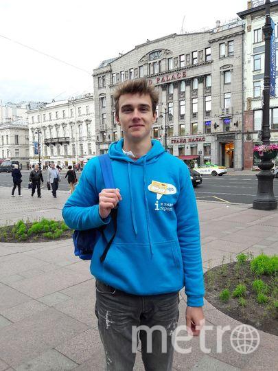 """Антон, 19 лет, работник информационно-консультационного агентства. Фото Софья Сажнева, """"Metro"""""""