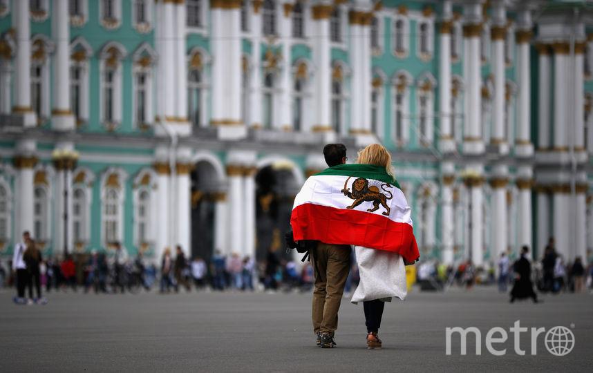 Болельщики  рады оказаться в России, в Петербурге. Фото Getty