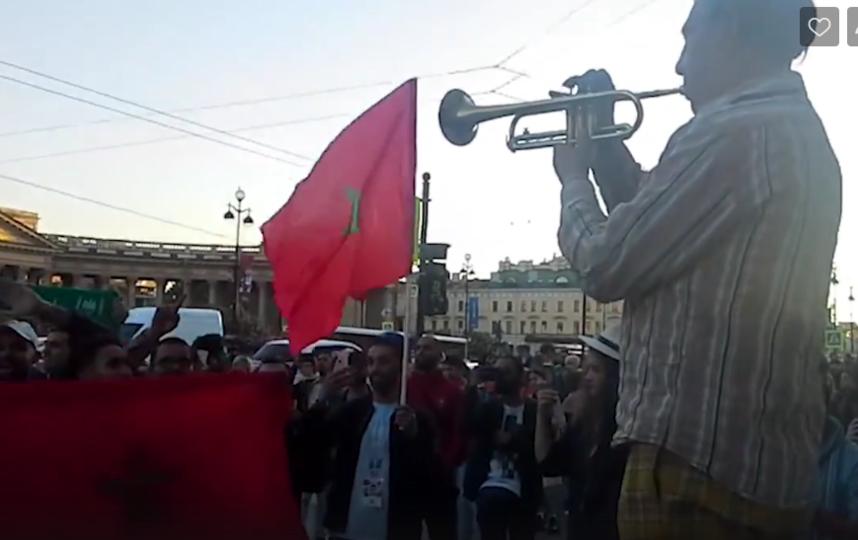 Трубач дядя Миша сыграл для марокканских болельщиков гимн их страны. Фото Скриншот, vk.com