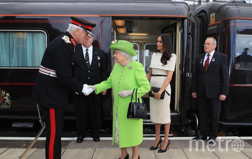 Елизавету II и Меган Маркл встретили в городе Виднес. Фото Getty