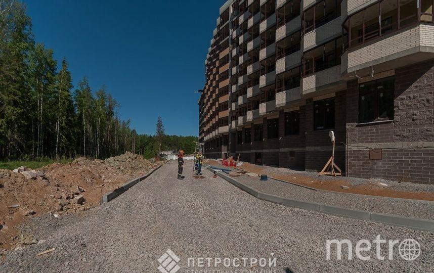 """ЖК Ломоносовъ возводится в тихом пригороде - вокруг лесной массив, город в комфортной удаленности. Фото СК """"Петрострой"""""""