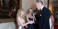 Уильям снова без Кейт: Кайли Миноуг сразила принца эротичным декольте