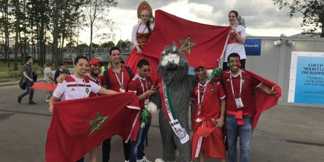 Иранский Забивака вместе с болельщиками сборной Марокко.